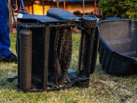 What To Consider When Choosing A Lawn Rake Or Scarifier