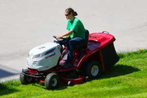 Lawn Tractor and ride-on mower reviews