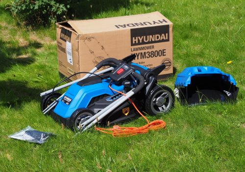 Hyundai HYM3800E In the Box