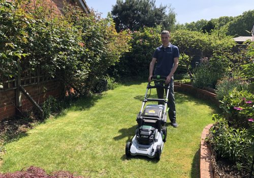 Pros and Cons of Self-propelled Cordless Lawn Mowers